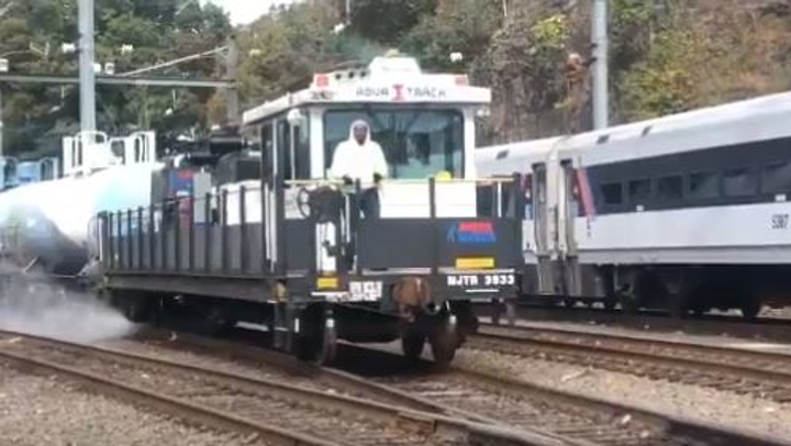 Nj Transit Deploys Aquatrack Units For Fall Rail Cleaning Mass Transit